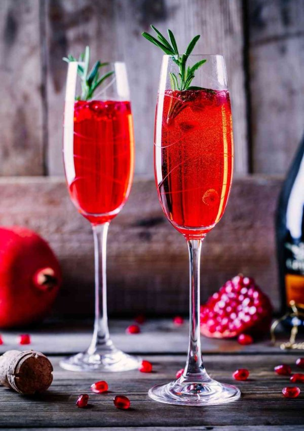 10 Low Calorie Holiday Drinks and Cocktails